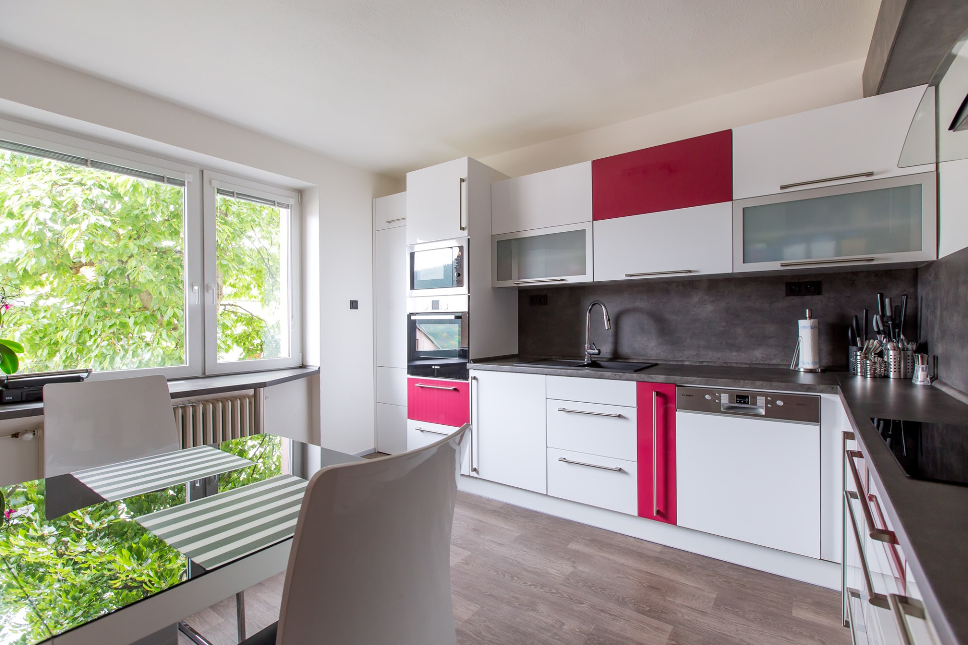 Kitchen with raspberry accent