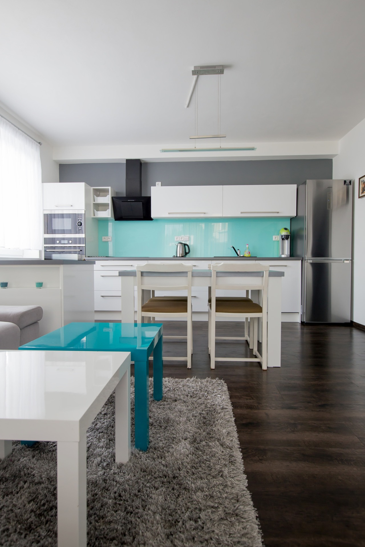 The combined living space with turquoise | Barbora Grünwaldov á